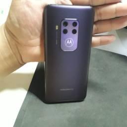 Título do anúncio: Motorola One zoom / Trinco