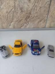 Título do anúncio: LOTE DE 4 CARROS EM MINIATURAS DE METAL