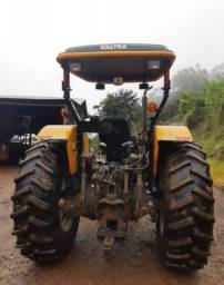 Trator Valtra 4x4 A750