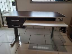 Título do anúncio: Mesa de escritório com 2 gavetas e suporte para teclado e mouse