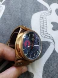 Relógio tag heuer com cronógrafo e pulseira de couro