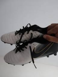 Título do anúncio: Chuteira Nike zerada