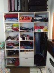 Vende se um armário semi novo