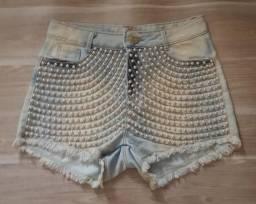Short Jeans com detalhes em pérolas