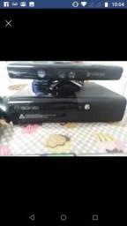 Xbox 360 completos com 2 controle e Kinect e 4 jogos