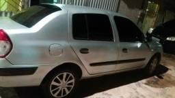 Vendo Renault Clio sedan top. $9.000 - 2005