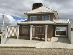 Bela residência em fino acabamento de alvenaria região central de Quatro Barras