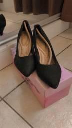 Sapato de salto novo