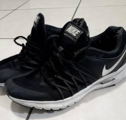 Tênis Nike Air. Masc T40