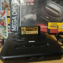 Mega Drive com Sonic e controle original