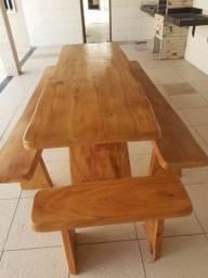 Mesa de madeiras rusticas