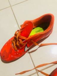 Chuteira e tênis Gramado sintético
