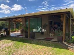 Sitio a venda em condomínio fechado em Bicas