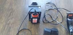 Máquina de cortar cabelo e transformador