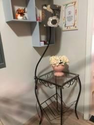 Mesa de canto com abajur