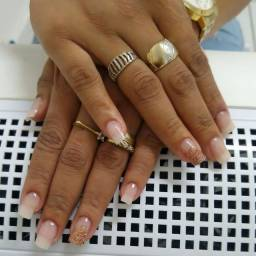 Título do anúncio: Alongamento de Fibra de Vidro/Manicure e Pedicure