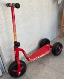 Título do anúncio: Patinete marca Bandeirantes vermelho com uma roda dianteira e duas traseiras