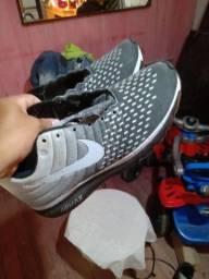 Vendo tênis da Nike de barbada  200 número 41'42