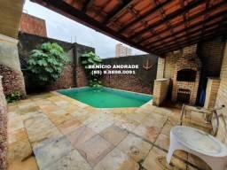 Casa duplex, muito ampla, com piscina, na Parquelândia, super bem localizada.