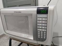 Microondas Electrolux 31 litros 110 volts em perfeito funcionamento
