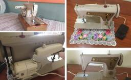 Máquina de Costura Singer 660 Elétrica + acessórios