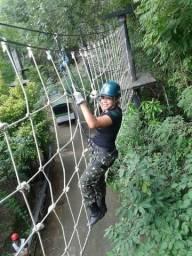 Construímos pontes suspensas, arvorismo, paredes de escalada, tirolesas, etc.