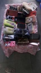 Várias capas de celular.