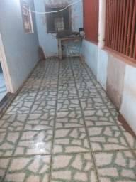 Alugo casa no bairro carumbe não paga água e nem luz somente o aluguel