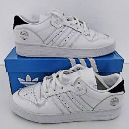 Título do anúncio: Tenis Adidas Rivalry Low World Famous Tam 40 Branco Novo Original