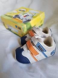 Tênis NOVOS de bebê numeração 15 e 17