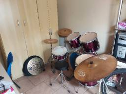 Vende-se bateria musical