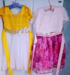 Vendo esses dois vestidos