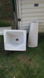 Vende-se tanque de lavanderia R$180,00 e Presta Balcão R$ 80,00