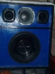 Caixa de som montada com aparelho de 800wats