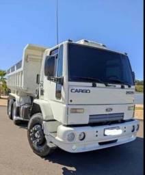Caminhão Ford Cargo.