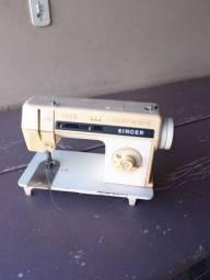 Maquina de Costura Singer 2330c