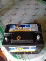 Título do anúncio: Vendo essa bateria MOURA semi nova.