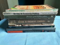 Livros do curso de Ciências Econômicas