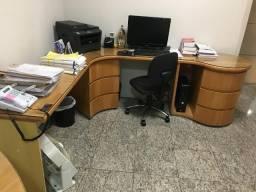 Vendo conjunto de mesas, balcão e prateleira para escritório