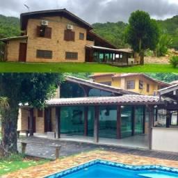 Vendo ou alugo, Casa em Itaipu, 3 suítes, lazer, um luxo