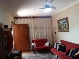 Casa de esquina com amplo espaço - Vila Bandeirante.