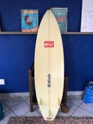 Prancha de surf, tamanho 6.1 Quiksilver, com capa inclusa