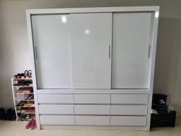 Guarda roupas branco 3 portas