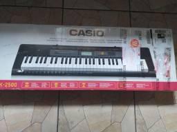 Teclado Casio CTK - 2500, 61 teclas.
