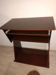 Mesa para computador em bom estado