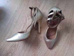 Sapatos de couro novos