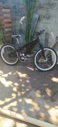 Vendo uma bike de alumínio aro 26