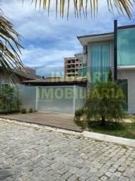 Casa toda planejada piscina em Condomínio do lado do mercado Costa Azul