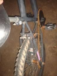 Vendo bicicleta infantil com o pneu traseiro furado. Pode chamar no zap *