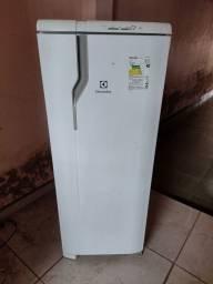 Título do anúncio: Geladeira Electrolux Degelo Seco 240L 110V